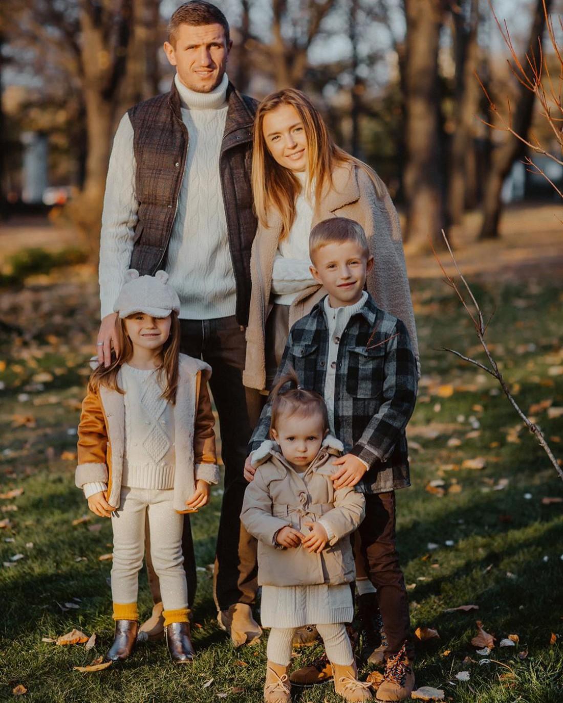Сергей Кривцов с супругой Юлией и детьми