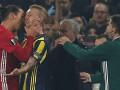Ибрагимович схватил соперника за горло и оттолкнул руку арбитра