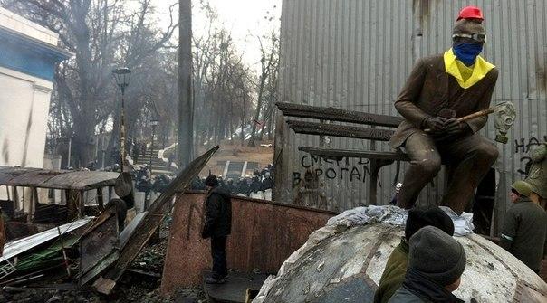 Памятник Лобановскому осквернили
